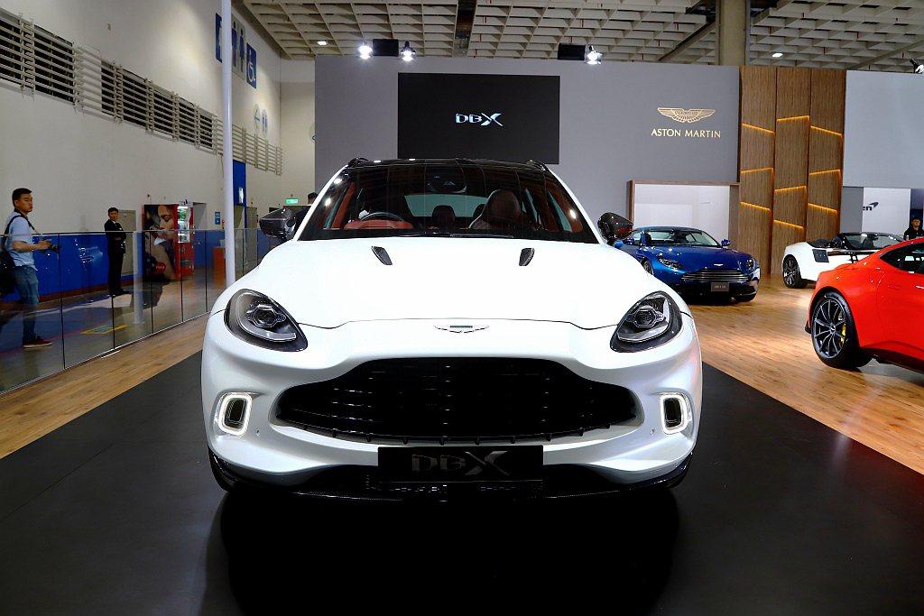 Aston Martin DBX基本車價988萬元起。 記者張振群/攝影