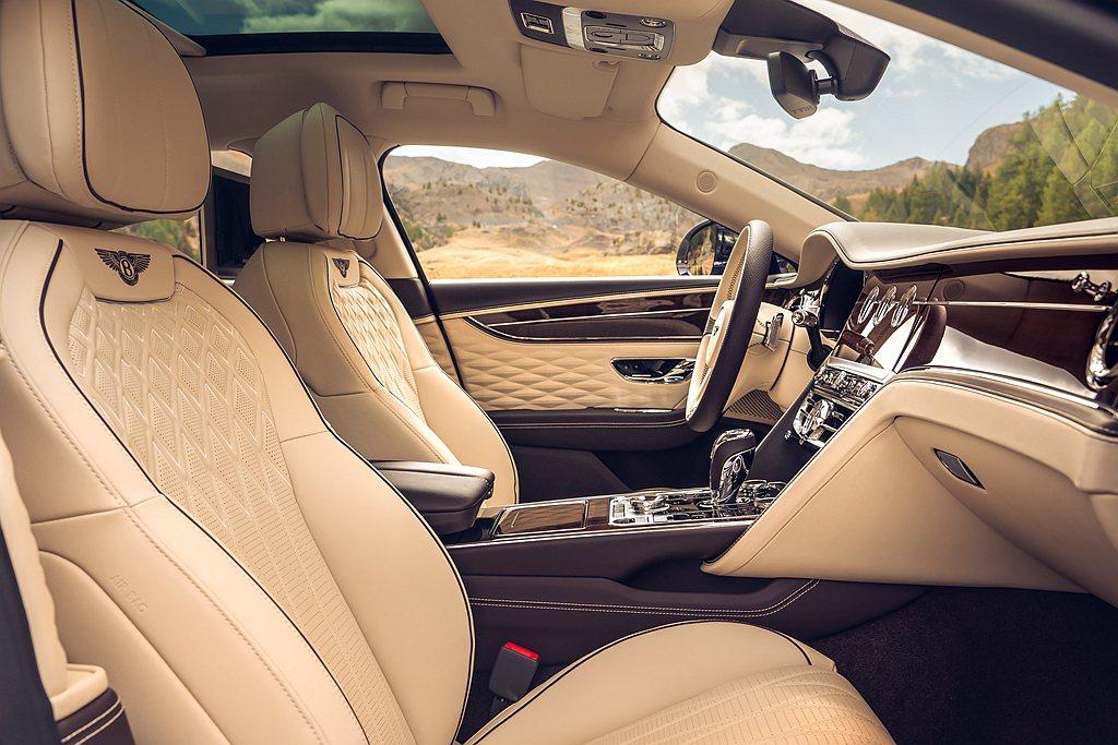 全新第三代Bentley Flying Spur首次引用立體菱形設計的真皮門板飾...