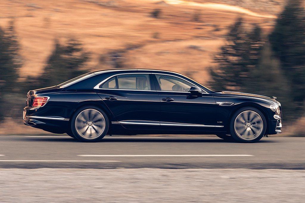 電動四輪轉向系統是Bentley首次導入Flying Spur的全新技術,強化高...