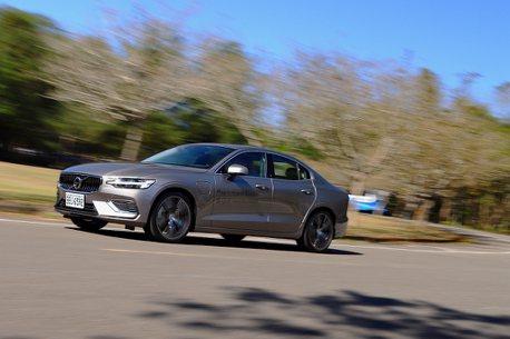 今天不聊配備!從Volvo S60 T6 Twin Engine來聊聊離電動車有多遠?