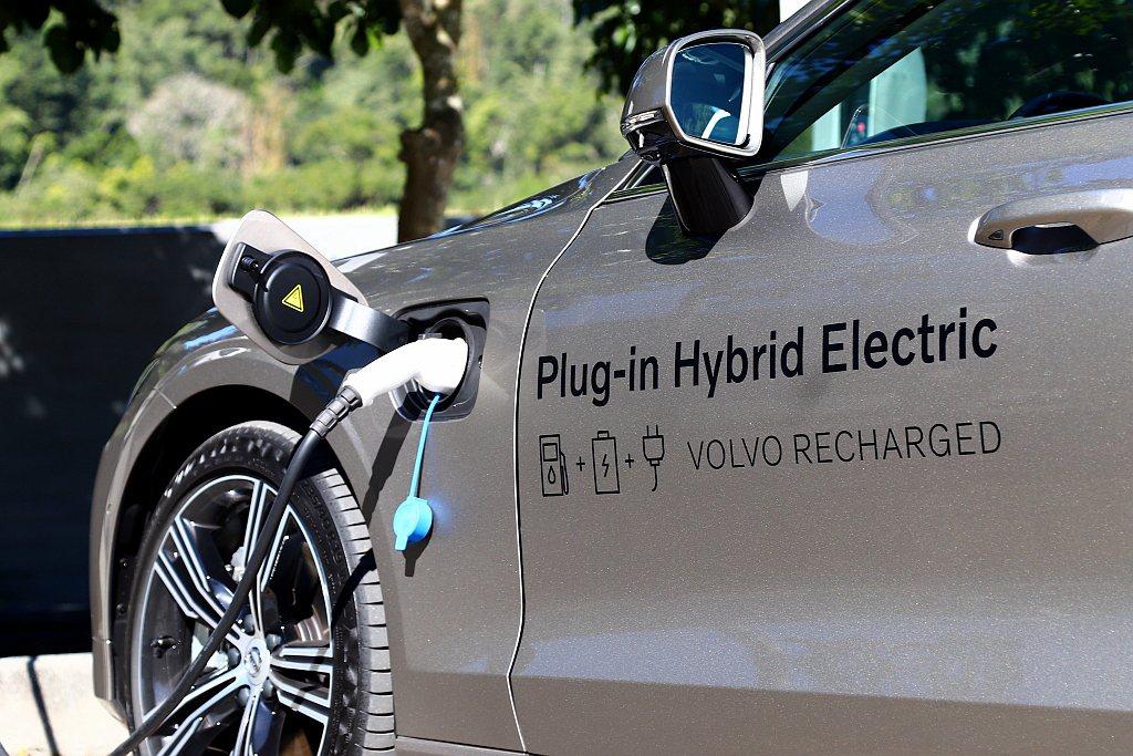 可以先體驗電動車使用模式且具備足夠續航能力,且不用擔心尋找充電站的問題,在此條件...
