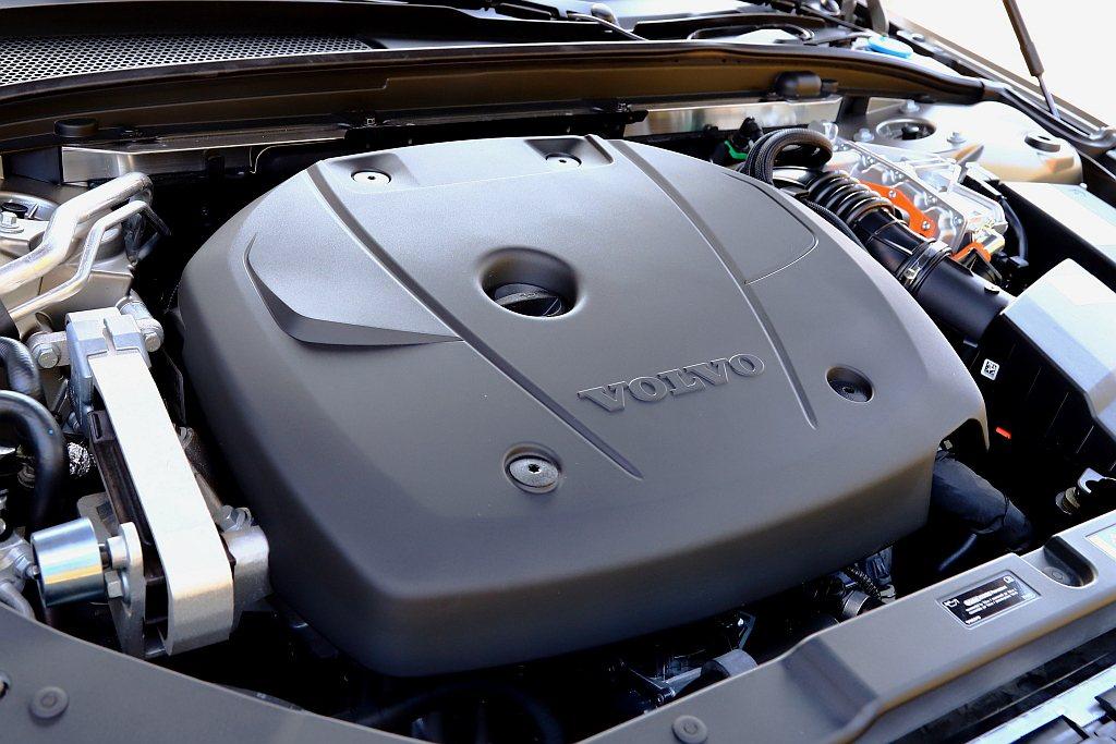Volvo S60 T6 Twin Engine燃油動力具備253hp最大馬力,...