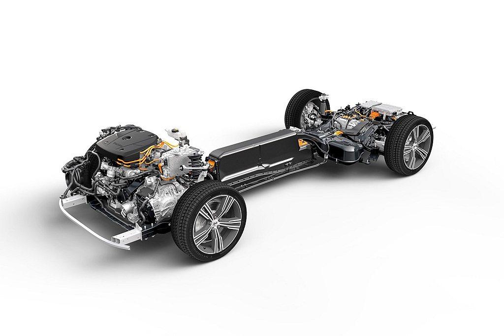 設計在車輛正中央的鋰電池模組,不僅有高達11.6kWh容量、可讓車輛純電行駛51...