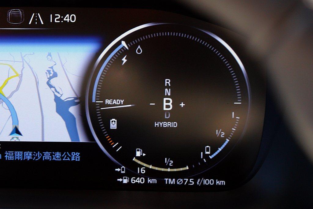 善用B檔位在滑行或煞車時,利用電動馬達轉換為發電機進行電能回充,把每一芬可用電力...