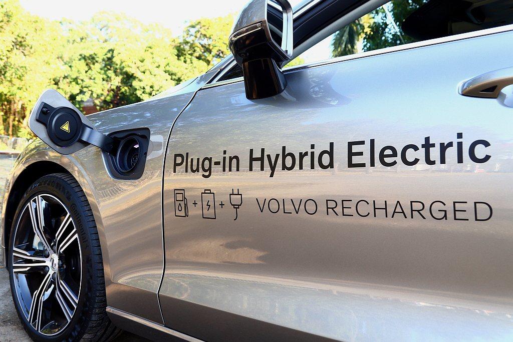 PHEV插電式複合動力系統的優勢,就是可以利用外接電力來替電池充電,不用全部都倚...