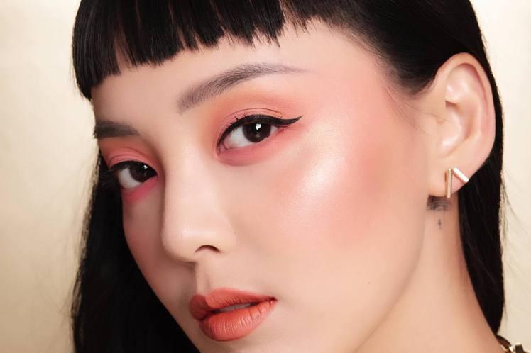 「番紅花紅」、「橘橙珊瑚」兩大趨勢色,讓彩妝為桃花運、好人緣加分。圖/NYX提供