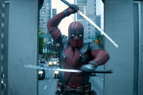 超級英雄電影賣座熱潮還未冷卻,迪士尼併購福斯後,同屬旗下的漫威影業得以順勢收回「X戰警」、「驚奇4超人」等拍攝版權,前兩集都在福斯的「死侍」系列,也宣告第3集要回歸漫威,靈魂人物萊恩雷諾斯親口透露已...