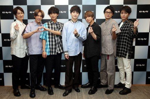 Kis-My-Ft2對粉絲們送上愛心。記者林俊良/攝影