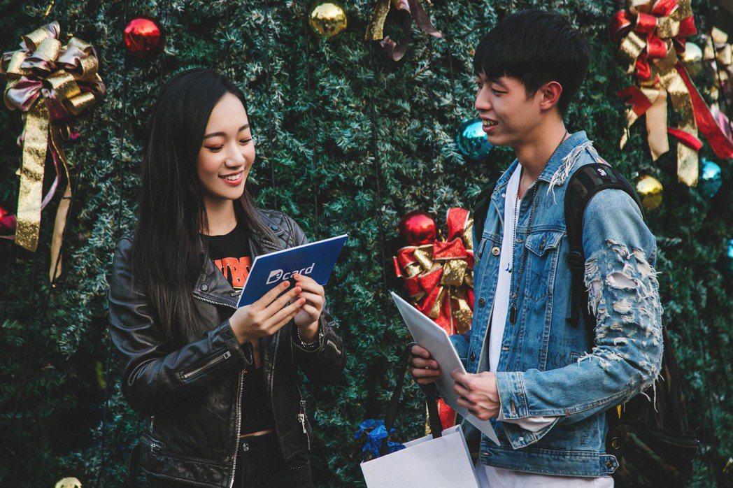 吳卓源幫男同學轉交告白禮物。圖/Dcard提供