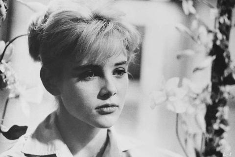 「蘿莉塔」在部分國家文化中被用作可愛的未成年小女孩代稱,已經是世人熟知的意涵,而始祖即是俄國作家納博科夫的同名小說以及改編而成的好萊塢電影「一樹梨花壓海棠」,片中男主角是中年男性,卻對房東太太12歲...