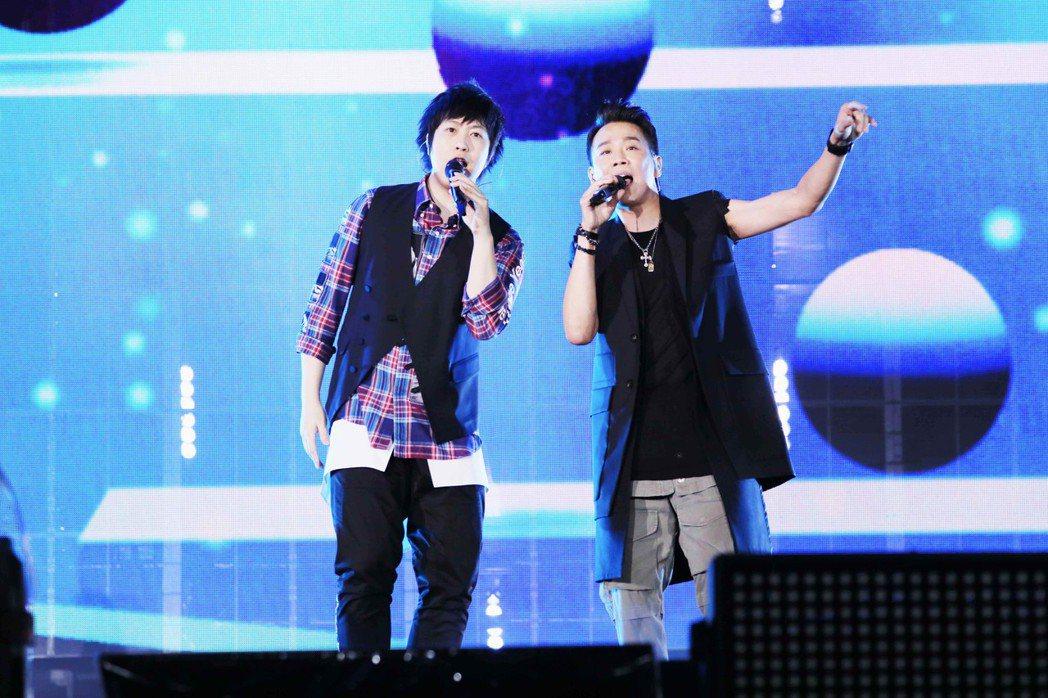 五月天第6場演出由陶喆擔任嘉賓。圖/相信音樂提供