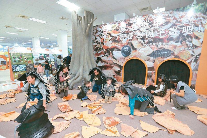 由日本引進的「變變變! MOVE生物體驗展」移師台中! 大人小孩都可參與生物體驗遊戲。 記者黃仲裕/攝影