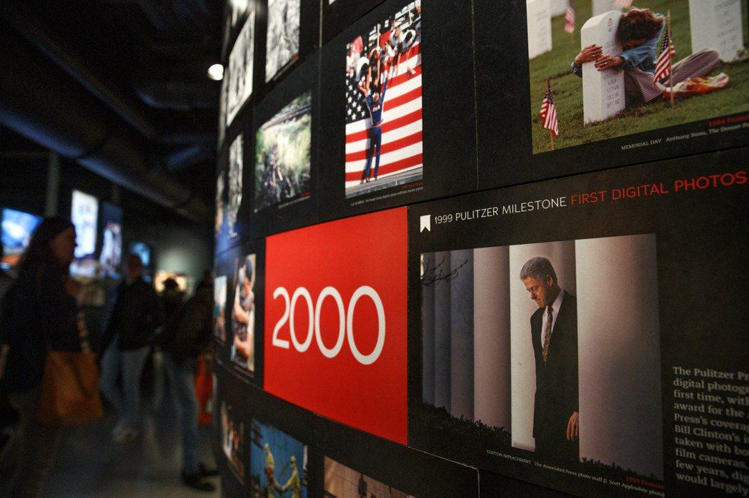 新聞博物館展示普立茲獎得獎照片。 (美聯社)