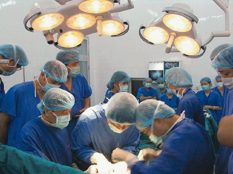 台灣每年約七千多病患等待腎臟移植,位居移植等候器官首位。 圖/聯合報系資料照片