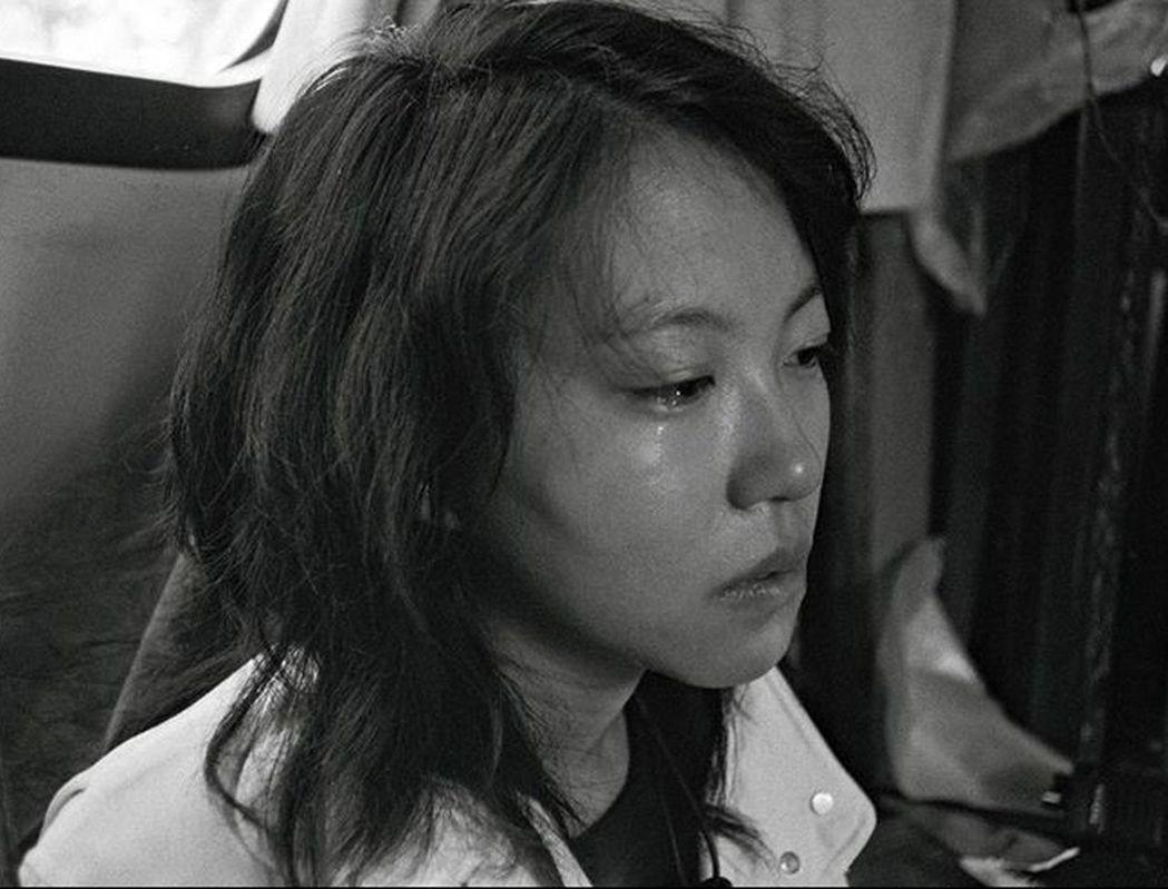 竇靖童深夜曬落淚照,直呼「此刻誰真正在乎我?」 圖/取自微博