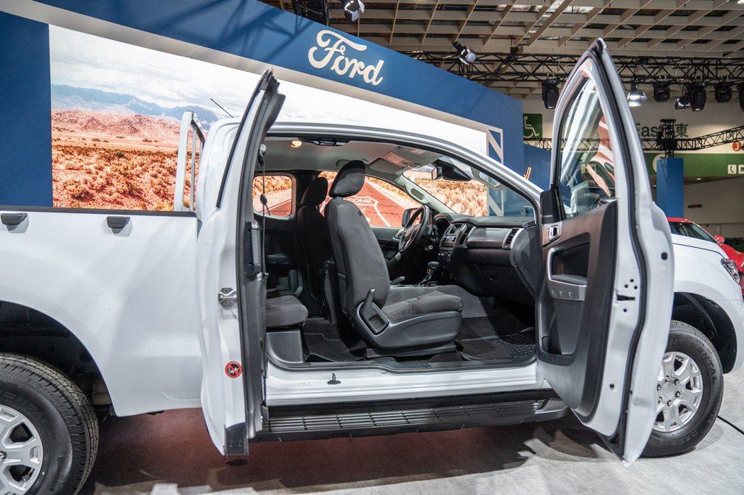 Ford Ranger XLT Super Cab最特別之處為採用中央對開式車門...