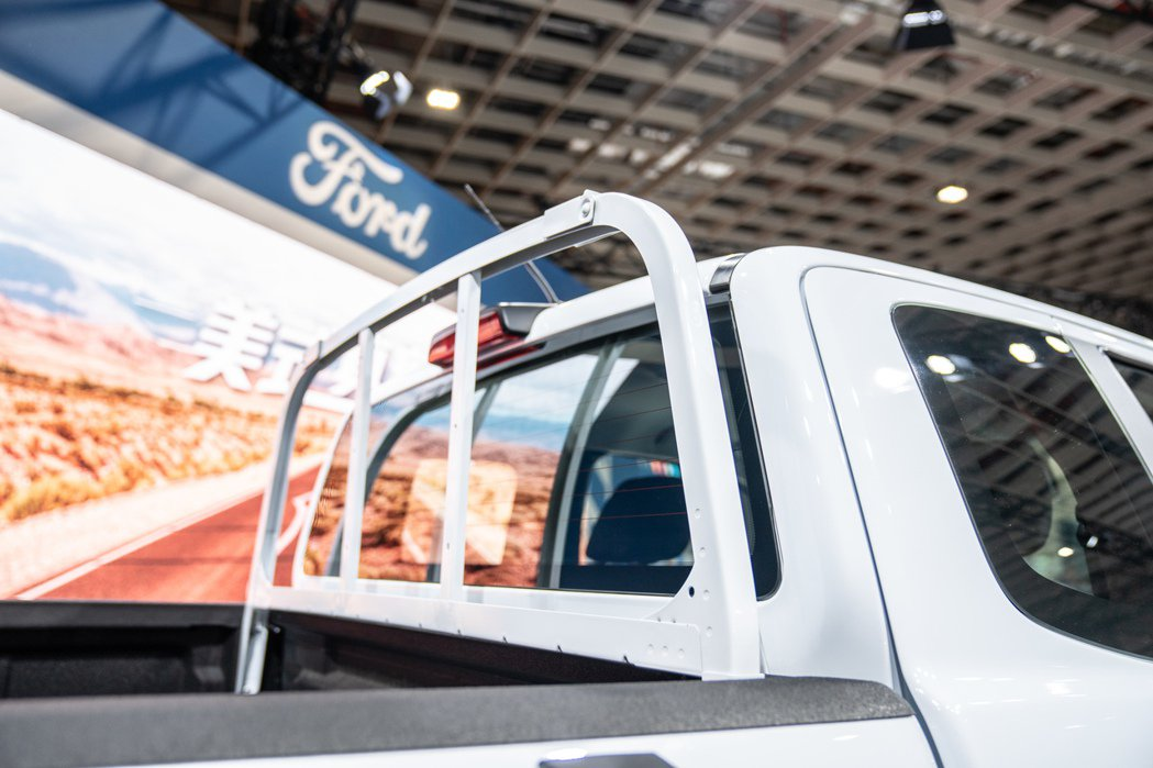 後車斗針對商業用途配置格柵式貨架。 圖/福特六和提供