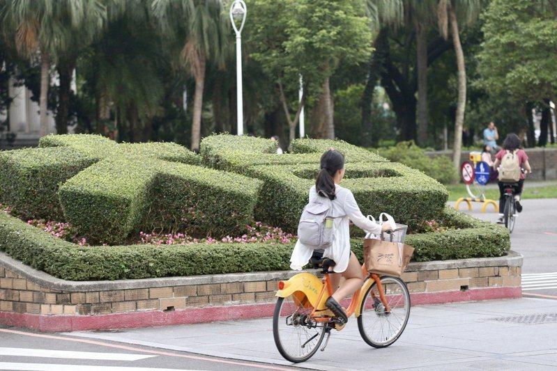 英國泰晤士報高等教育特刊今天公布2020亞洲大學排行,台灣有36所大學入榜,較去年增加4所,排名最高的是台灣大學,第21名。圖為台灣大學校門口。本報資料照片