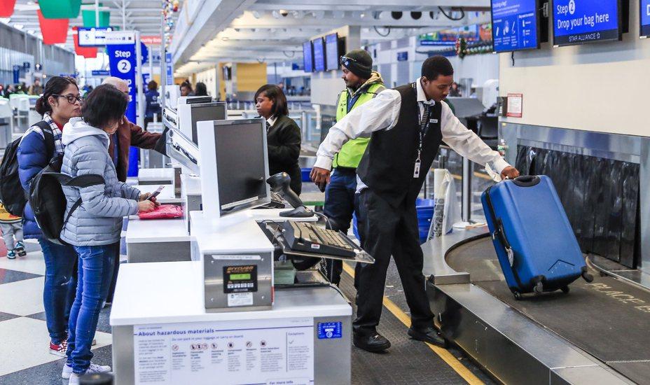 美國航空業者可望寫下連10年獲利的紀錄,包括機長、空服員、維修技師和空廚人員等勞工想爭取加薪和更好的福利。歐新社
