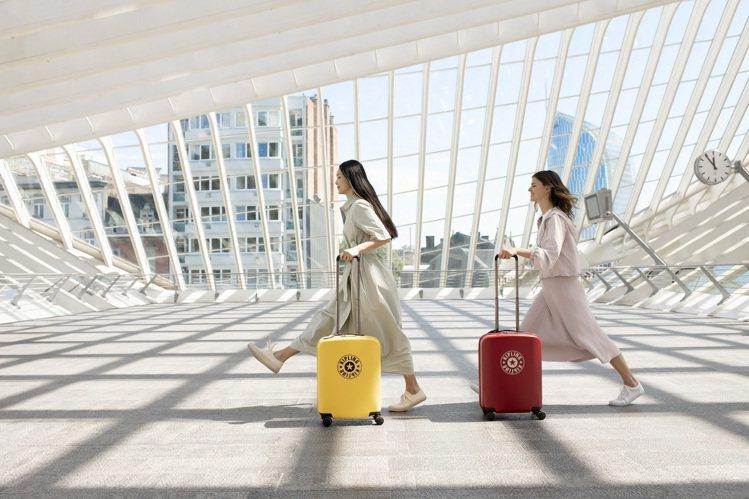 比利時袋包品牌Kipling,因應逐年升高的出國旅行熱潮,也在年末之際首次推出全...