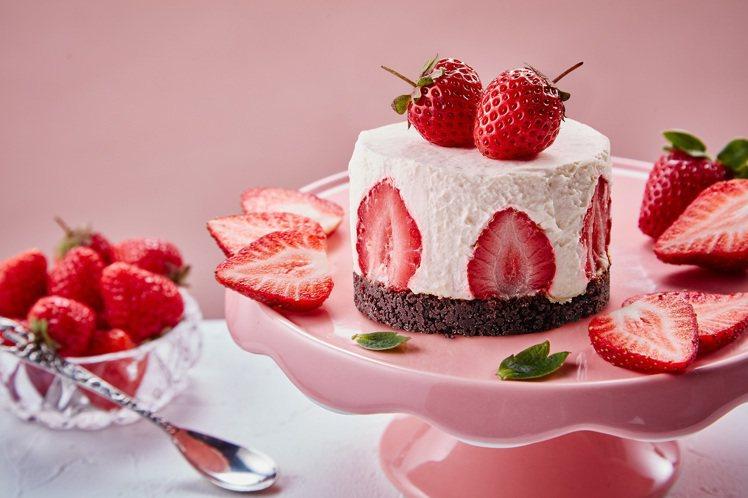春之雪草莓生乳酪蛋糕,售價750元(5吋)。圖/起士公爵提供