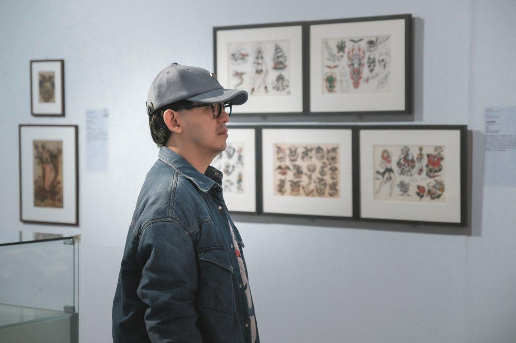 藝人黃子佼今現身高美館「TATTOO刺青-身之印」,欣賞「刺青」這項隨著人類文明