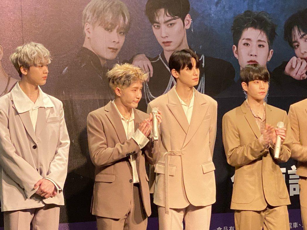 韓國知名男團Astro昨天到台南參加跨年系列演唱會,在演出之前,進行了一場「隱藏...