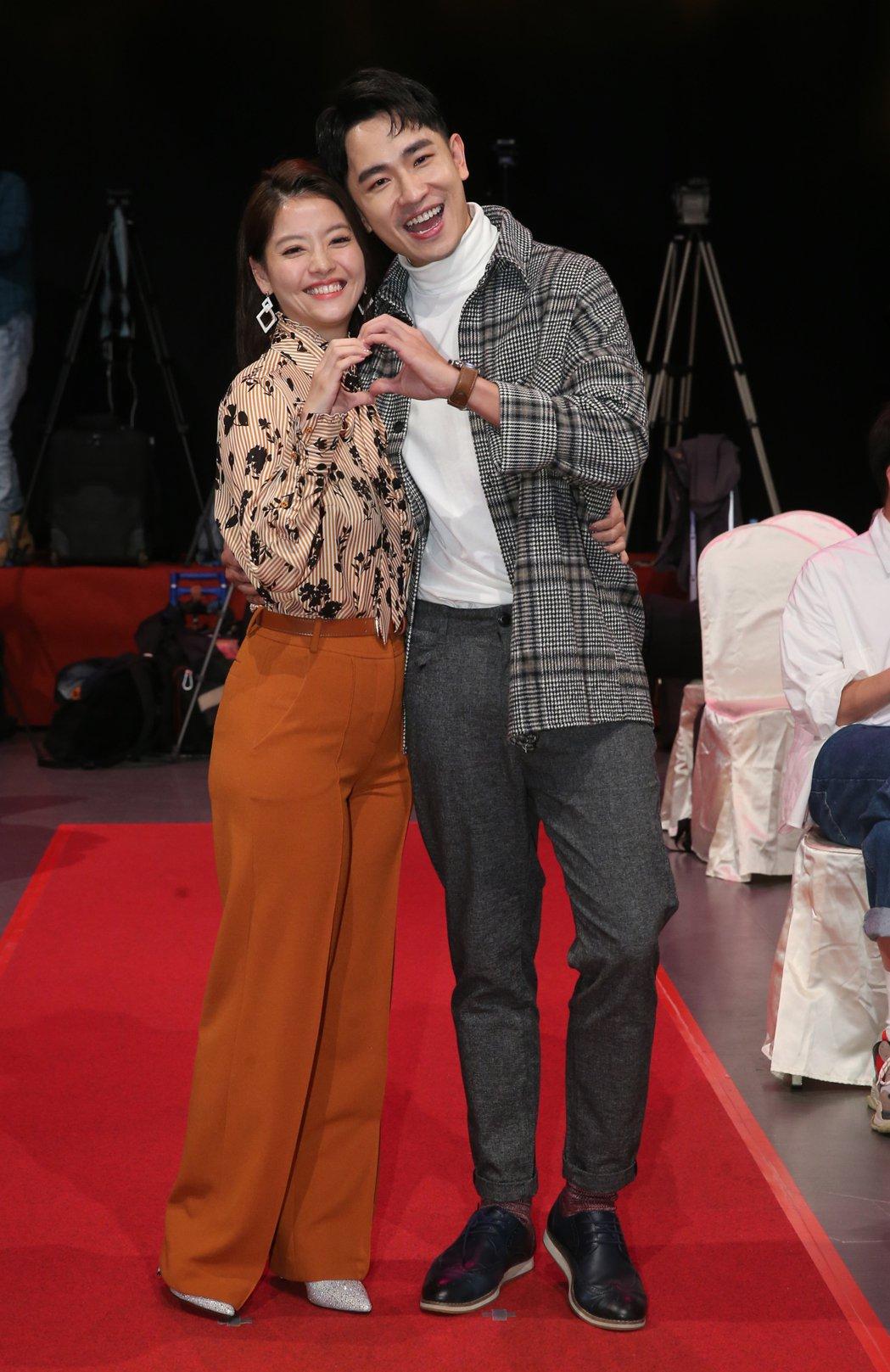 陳謙文(右)與王樂妍在「女力報到」中組CP。記者徐兆玄/攝影