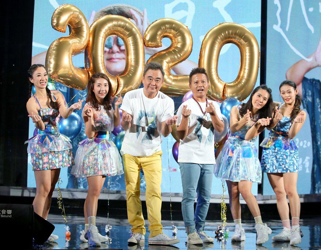 陳昇(左二)將於30、31日在TICC開唱。記者余承翰/攝影