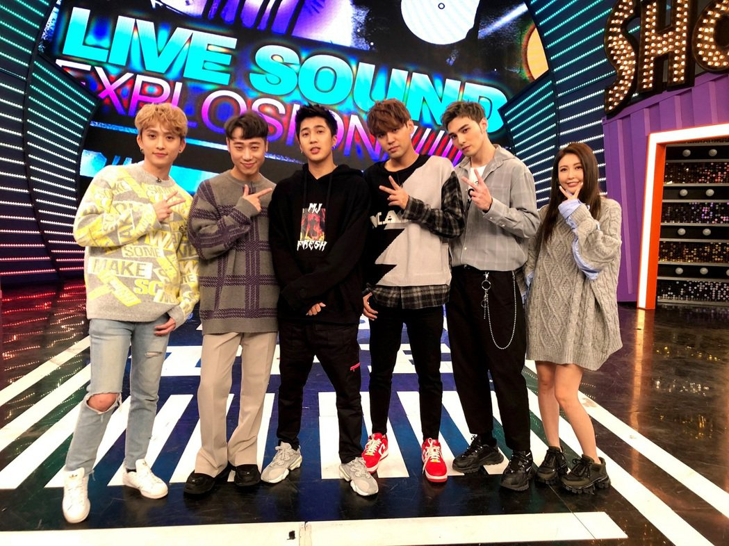 「WOLF四堅情」(左起)邱鋒澤、小賴、陳零九、黃偉晉至八大「娛樂百分百」「明星