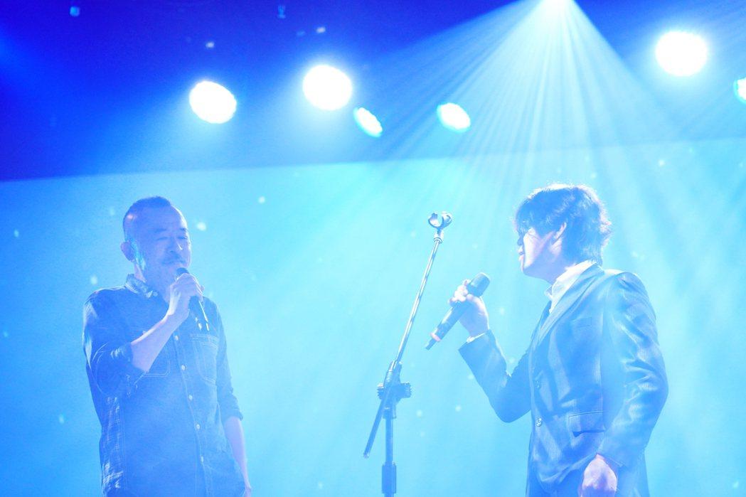 董事長樂團吉董(右)和黃連煜同台獻唱。圖/新視紀整合行銷提供