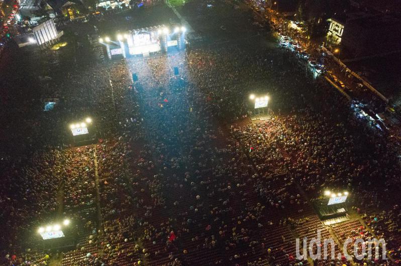 國民黨總統候選人韓國瑜周日晚在台中舉辦造勢大會。記者黃仲裕/攝影