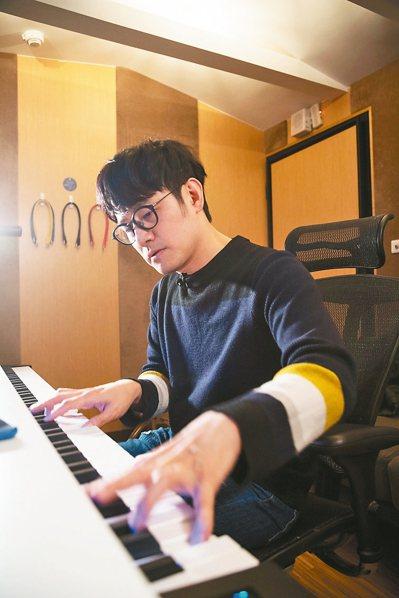 陳建騏從小學鋼琴,打下音樂基礎。 攝影/陳立凱   圖/好多音樂提供