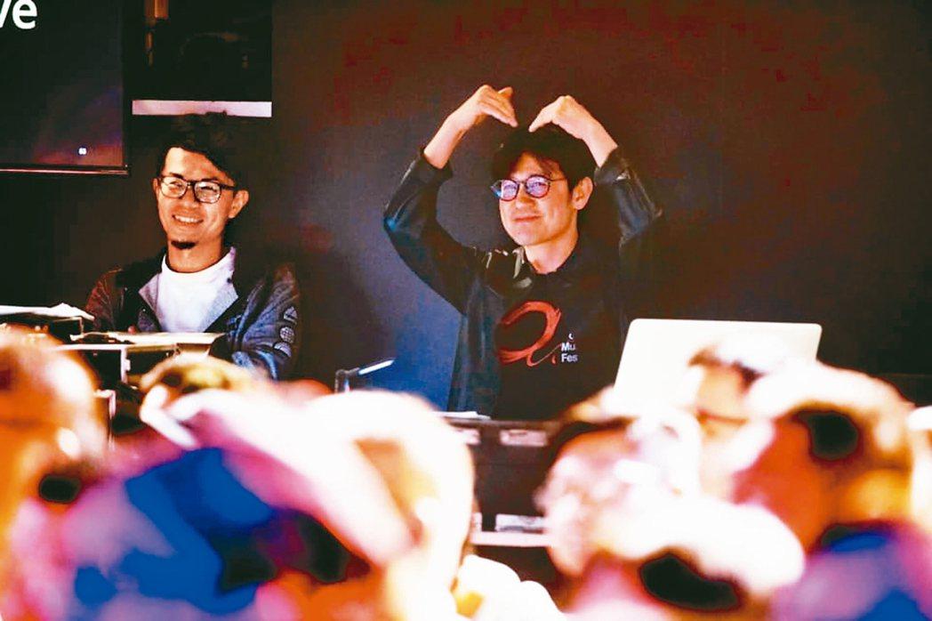 陳建騏(右)任「愛之日常」演唱會音樂總監。 攝影/陳立凱   圖/好多音樂提供