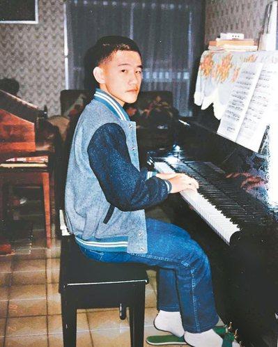 陳建騏幼稚園就開始學鋼琴。 攝影/陳立凱   圖/好多音樂提供