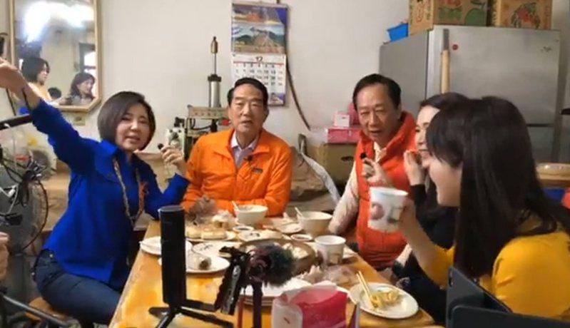 親民黨總統候選人宋楚瑜與鴻海創辦人郭台銘共進早餐。 圖擷自親民黨臉書