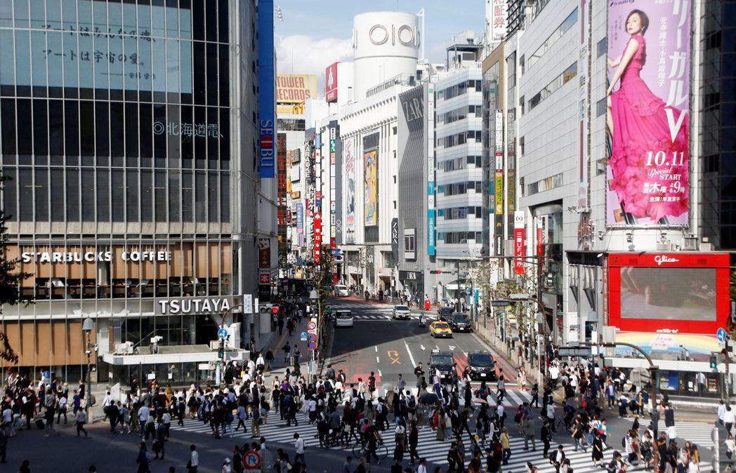東京澀谷號稱有世界上最繁忙的人行道,在這樣的條件下,原本在美國無法生存的零售品牌...