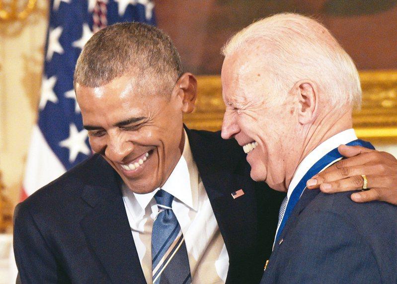 美國民主黨總統參選人拜登(右)。 美聯社