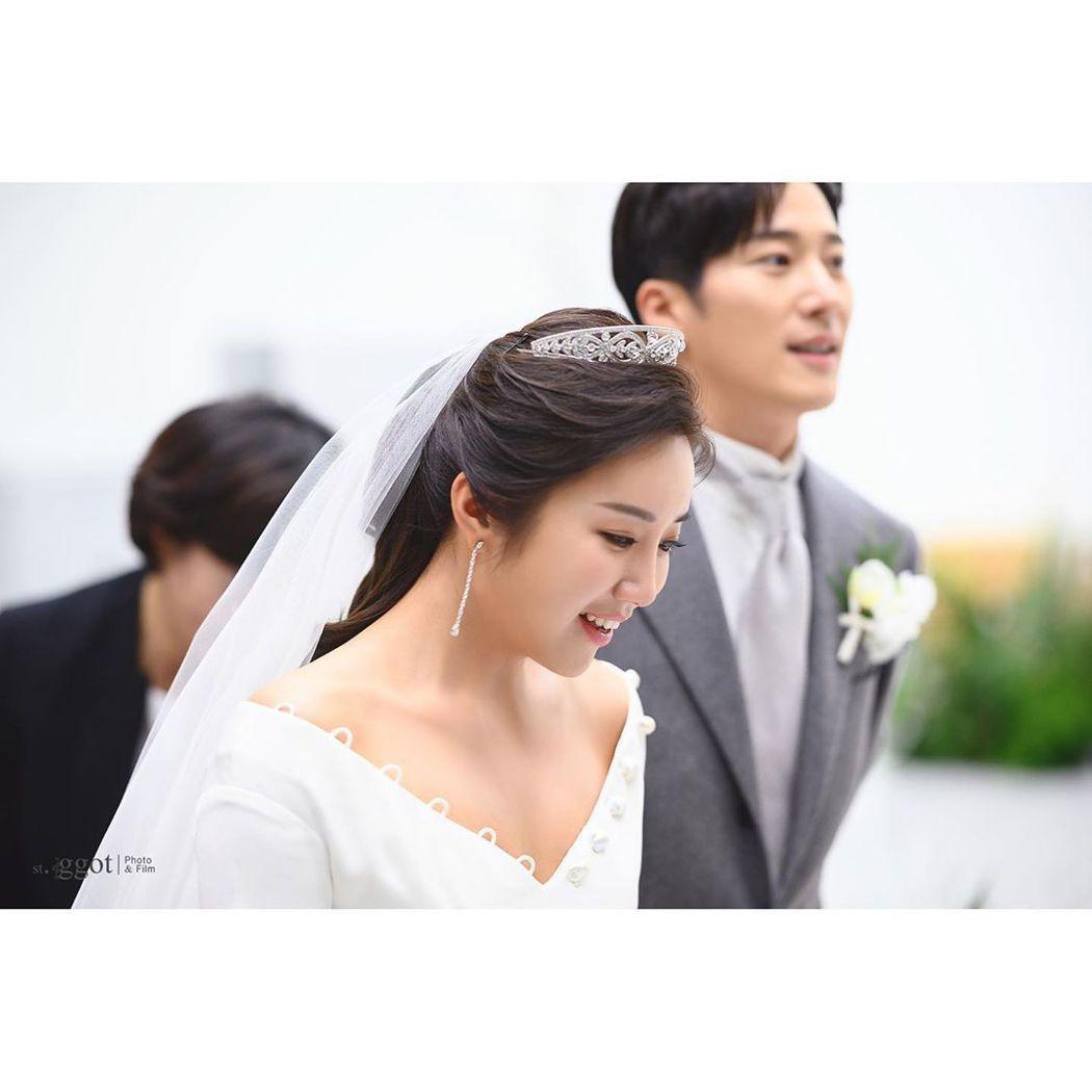 李莞28日與職業高爾夫選手李寶美在首爾市內某教堂喜結連理。圖/擷自IG