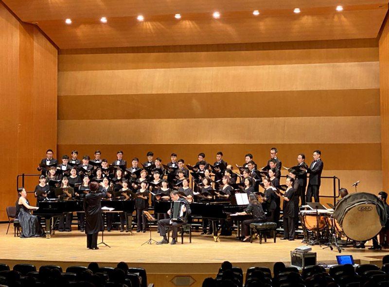 台北室內合唱團109年1月推出音樂會「紅紅夫人的異想世界─Stravinsky 詩篇交響曲」,將以全新改編版本演出作曲家史特拉汶斯基的「詩篇交響曲」,期待能帶給聽眾經典樂曲的全新想像。(台北室內合唱團提供) 中央社
