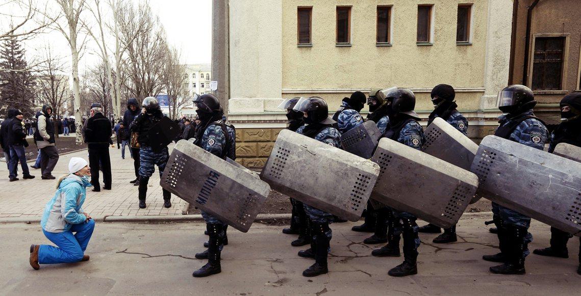 根據俄國官媒《塔斯社》的說法,這5名被捕的前金雕特警身上,一共背負著「48條廣場...