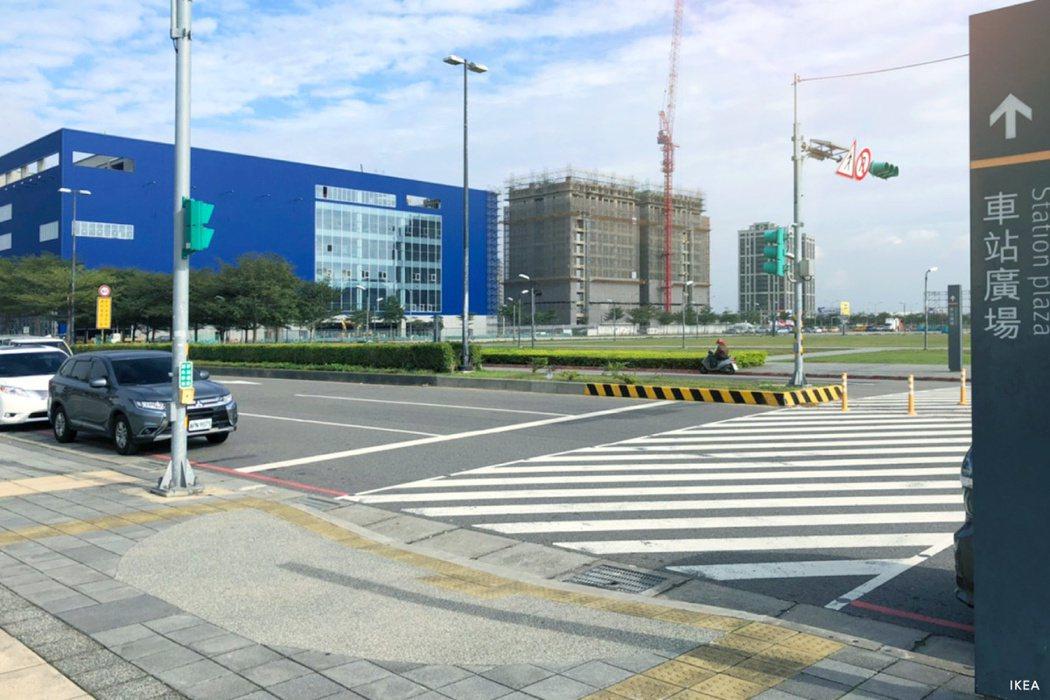 全台最大的IKEA選址桃園高鐵正前方,日前風光落架,讓人萬分期待。 圖/青埔建設...