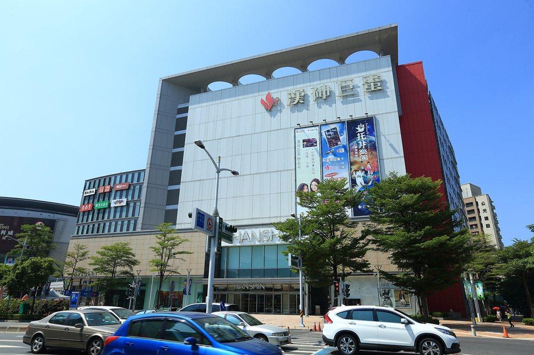 漢神巨蛋百貨周邊是北高雄最熱鬧商圈。 圖片提供/京城建設