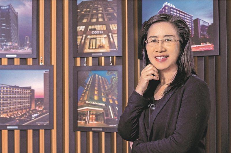 國泰商旅總管理處人才事業總監朱淑宜指出,從事飯店業,即使是房務人員,都有機會需要英語溝通。 (攝影/劉咸昌)