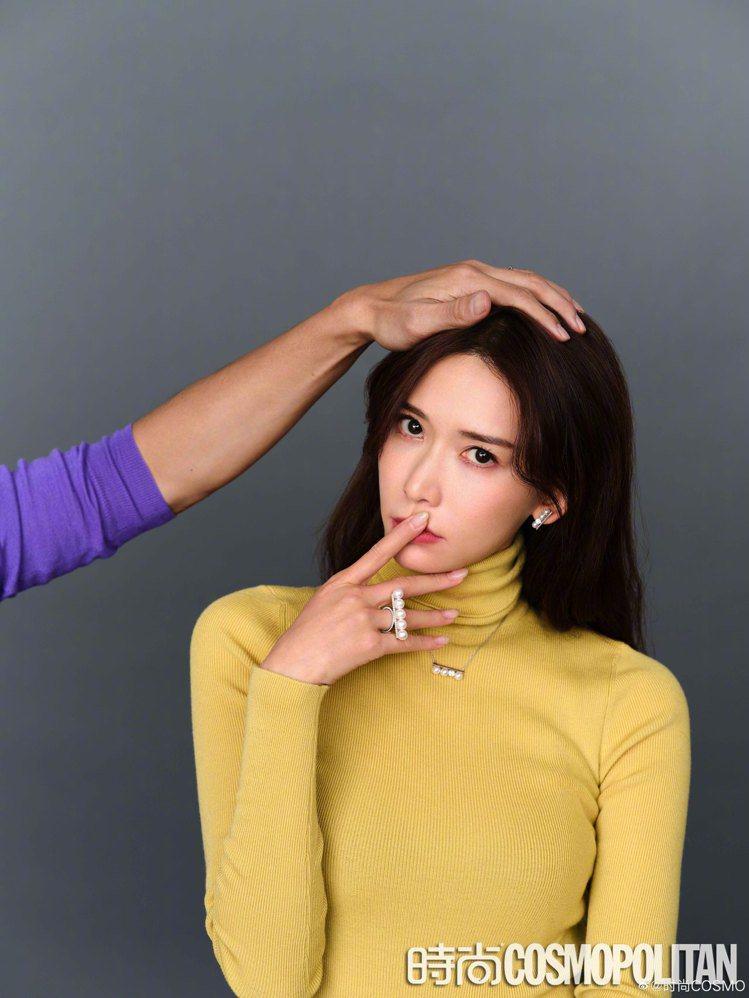 林志玲協同夫婿一同拍攝時尚大片,配戴了多款TASAKI珍珠首飾單品。圖/摘自微博