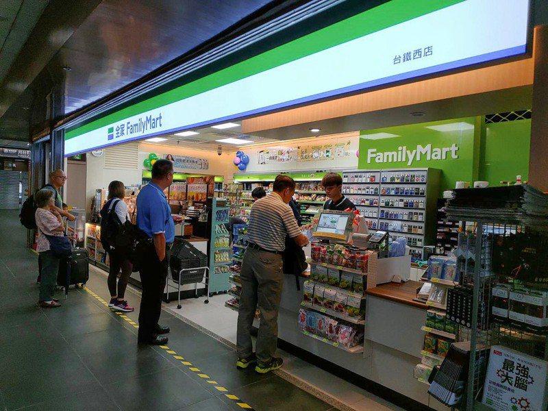 全家便利商店於2月1日釋出56萬片口罩。資料照/全家提供
