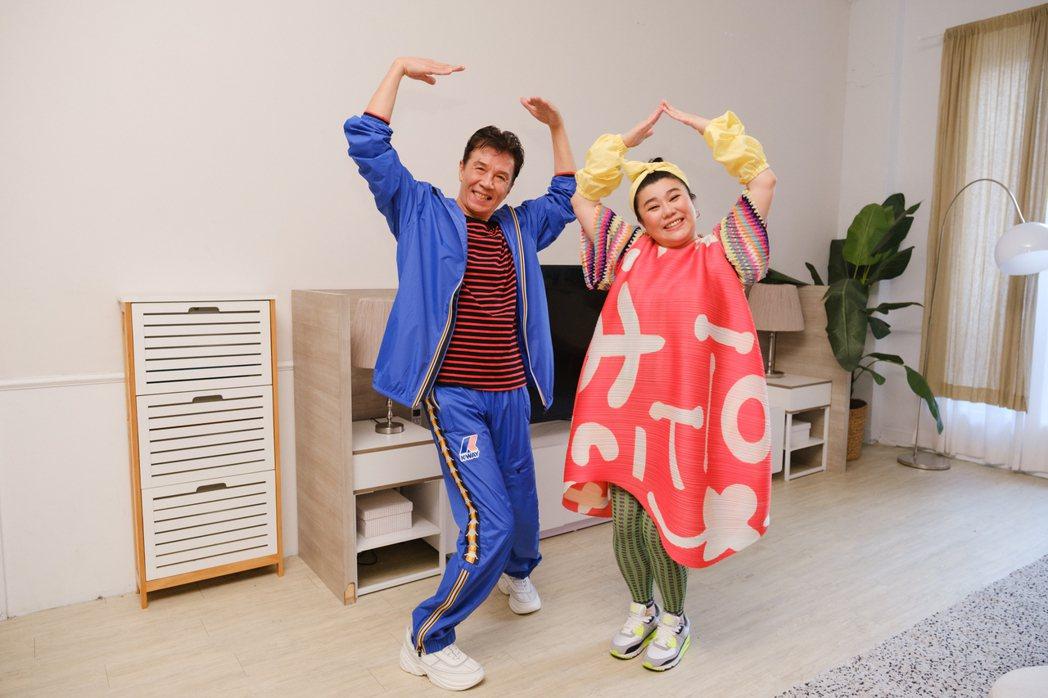 太保(左)、林美秀在「在家裡」MV中大秀舞技。圖/相信提供