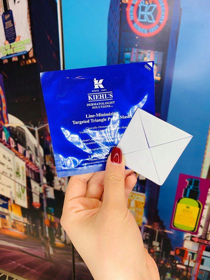 購買冰河醣蛋白保濕霜與超彈潤青春水精華,送六胜肽精準撫紋三角面膜。圖/Kiehl...