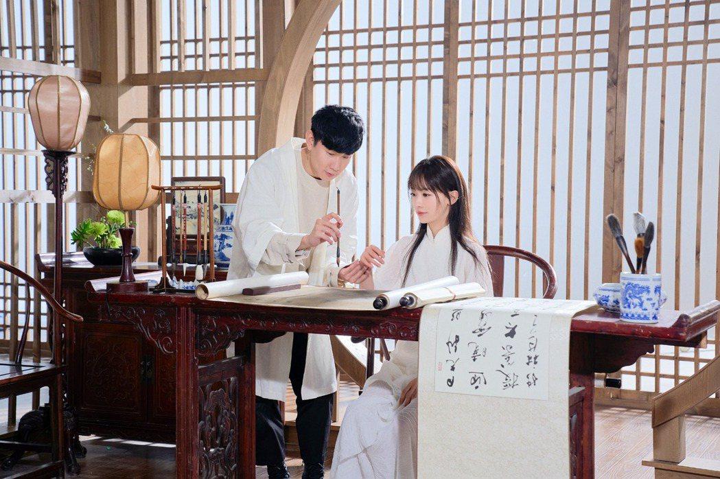 林俊傑(左)新歌MV邀來吳謹言合作。圖/華納提供