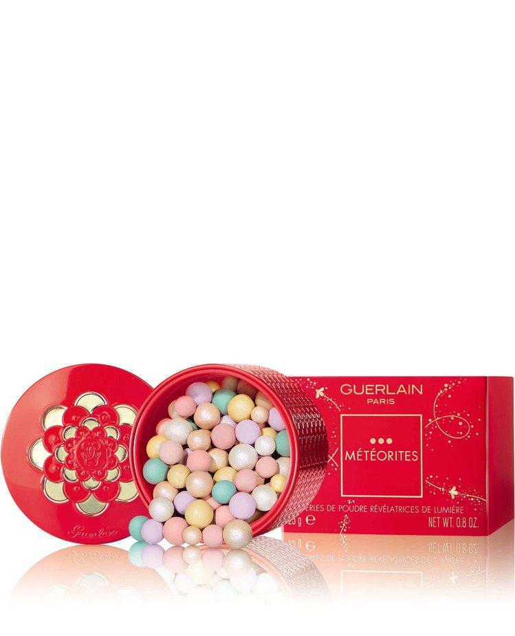 嬌蘭幻彩流星蜜粉球金燦紅緋新年限量版/2,480元。圖/嬌蘭提供